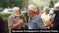 Під судом, де мають намір оголосити вирок кримським татарам, Ростов-на-Дону, 16 вересня 2020 року