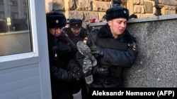 Задержание участника акции на Лубянке