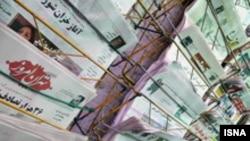 روزنامه اعتماد از وعده رییس مجلس شورای اسلامی برای پیگیری موضوع اخراج تعدادی از استادان دانشگاه های تهران و بهشتی خبر داده است.