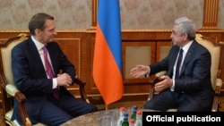 Armenia - President Serzh Sarkisian (R) meets with Sergei Naryshkin, the head of Russia's Foreign Intelligence Service, in Yerevan, 19 February 2018.