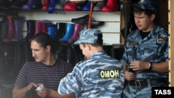 A police raid on Moscow's Sadovod market on August 7