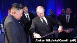 د شمالي کوریا مشر کېم جونګ اون او د روسیې ولسمشر ولادیمیر پوتین
