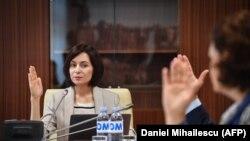 Maia Sandu la o reuniune a guvernului său