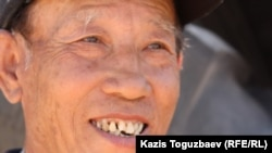 Специалист по мелиорации из Китая, назвавшийся мистером Вэем. Урджарский район Восточно-Казахстанской области, 24 мая 2011 года.