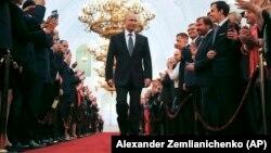 Владимир Путин ант берүү үчүн келе жаткан учур. 7-май, 2018-жыл