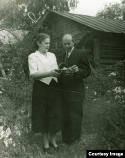 Софья и Геза Шпирк на даче, 1954