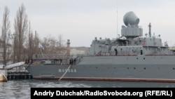 У навчаннях бере участь ракетний крейсер «Москва» (на фото), який базується в Севастополі