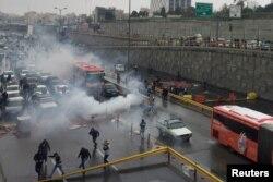 Під час одного з протестів проти підвищення цін на пальне, Тегеран, 17 листопада 2019 року