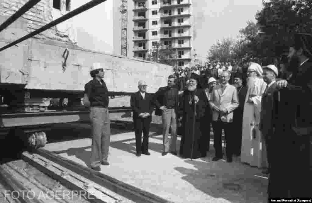 Eugeniu Iordachescu and religious leaders supervising the relocation of Olari Orthodox Church in 1982.