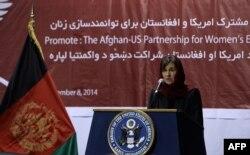 Рула Гани в посольстве США в Кабуле на вечере, посвященном вопросам женского равноправия. Ноябрь 2014 года