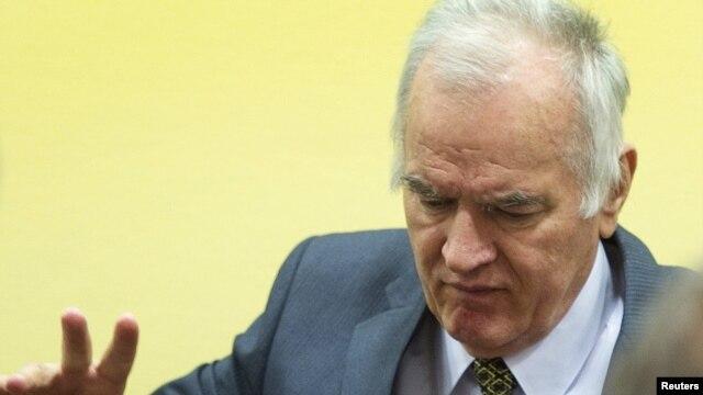 Ratko Mladić u sunici, maj 2012.