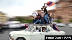 Сторонники Никола Пашиняна в Ереване 8 мая 2018