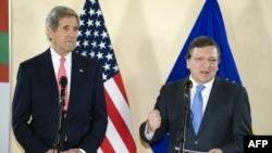 Джон Керрі та Жозе Мануель Баррозу у Брюсселі 22 квітня 2013 року
