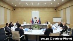 Выступая на расширенном заседании кабмина, премьер предложил новый рецепт оздоровления экономики
