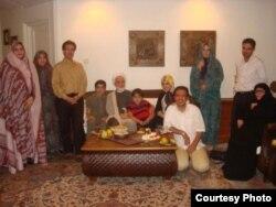 دیدار مهدی کروبی با اعضای خانوادهاش- ۱۴ مهرماه