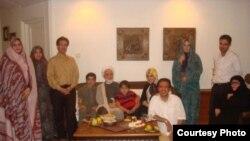 تصویری از یکی از آخرین دیدارهای مهدی کروبی با خانواده اش