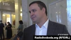 Кандидат Микитась заявив, що йде на вибори, бо «не може покинути своїх виборців»