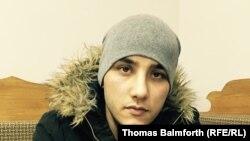 Абдусами, трудовой мигрант из Таджикистана, пытающийся доказать, что был обманом вывезен в Сирию. Москва, 15 декабря 2015 года.