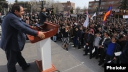 Armenia - Businessman Gagik Tsarukian holds an election campaign rally in Aparan, 13Mar2017.