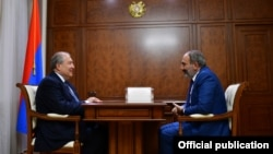 Президент Армен Саркисян (слева) и премьер-министр Никол Пашинян, Ереван, 9 октября 2018 г.