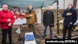 Някляеў, Дашкевіч, Янукевіч і Севярынец падчас абароны Курапатаў у 2017 годзе