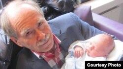 Джерард 'т Хоофт и его внук Дамиан