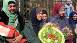 Yañı doğğan Safiye babası SİZOdan qaytacağını bekley: apiske alınğan İzzet Abdullayevniñ qızı doğdı (video)