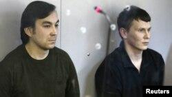 Євген Єрофеєв (л) і Олександр Александров у суді в Києві, 18 квітня 2016 року