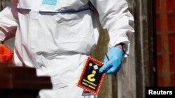 Книга о взрывчатых веществах найденная в доме вероятного смертника, организовавшего теракт в Манчестере.