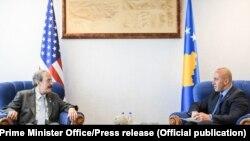 Pamje nga takimi Haradinaj-Engel