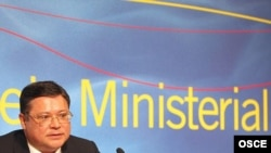 Министр иностранных дел Казахстана Марат Тажин на пресс-конференции после объявления решения о председательствовании Казахстана в ОБСЕ в 2010 году. Мадрид, 30 ноября 2007 года.