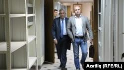 Вахит Имамов и адвокат Руслан Нагиев после заседания Верховного суда РТ, 2 сентября 2019 года
