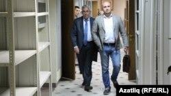 Вахит Имамов һәм адвокат Руслан Нәгыев мәхкәмә утырышыннан чыкканда