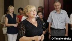 На открытии выставки выступает председатель комитета «госсовета» по культуре Светлана Савченко