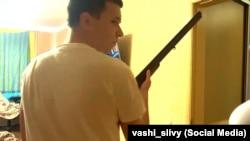 Кадр из видео перестрелки Андрея Зельцера и сотрудников КГБ