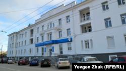 В этом старом здании сейчас квартируют российские налоговики