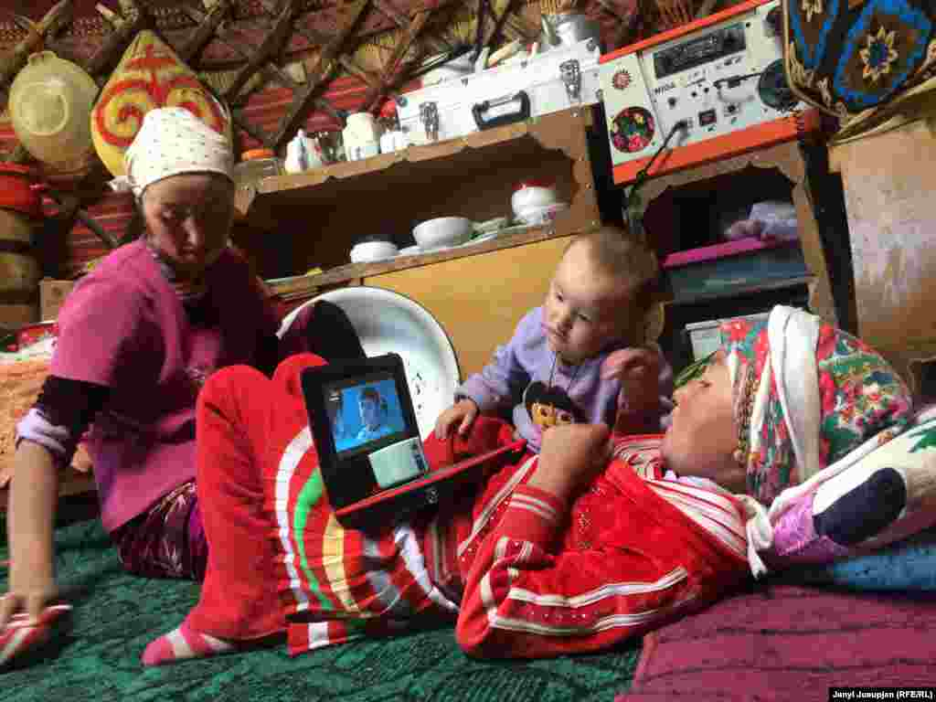 Yurt entertainment – children watch an Uzbek soup opera. The internet connection is poor, so the children watch pre-downloaded videos.