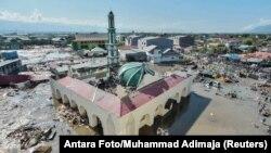 Город Палу после цунами, Индонезия