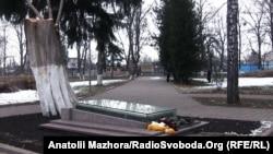 Місце поховання Григорія Сковороди на території меморіального музею в селі