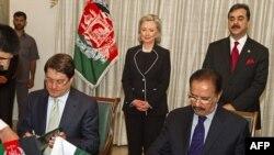 افغانستان او پاكستان ترمنځ د سوداګريزو او ترانسپورتي ستونزود حل لپاره يو تړون لاسليك شو