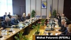 Evropski komesar Johanes Han na sastanku s čelnicima Vijeća ministara i entitetskih vlada, Sarajevo, 21. mart 2016, foto: Midhat Poturović