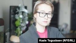 Айдана Айдархан, 25-летняя дочь отбывающего 18-летний тюремный срок поэта и диссидента Арона Атабека. Алматы, 30 января 2018 года.