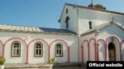 Первой жертвой вандализма в отношении культурных памятников стал Илорский храм им. Святого Георгия десятого века. Фасад и колокольня были побелены. Каменные ступени, расположенные на колокольне, заменены железной конструкцией