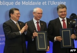 Петр Порошенко (справа) и европейские руководители