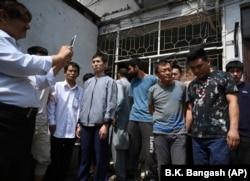 Граждане КНР, обвиняющиеся в создании подпольной сети торговли женщинами, в суде в Исламабаде, Пакистан. Май 2019 года