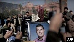 Демонстрантите со портрети на тие што исчезнале на протестите на плоштадот Тахрир