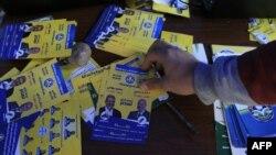 """Сторонники """"Братьев-мусульман"""" раздают флаеры у пунктов голосования"""