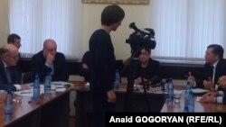 В Абхазии развивается разбирательство вокруг стычки секретаря Совбеза республики Мухамеда Килба и члена политсовета партии «Амцахара» Виктора Тванба, случившейся на встрече представителей власти и оппозиции в Общественной палате неделю назад