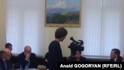 Обмен обвинениями между властью и оппозицией под прицелом телекамер, фото Анаид Гогорян