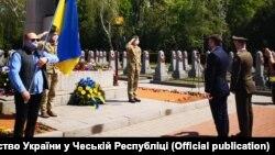 Участь в урочистій акції в Празі з огляду на строгі вимоги карантину, пов'язаного з епідемію COVID- 19, змогла взяти обмежена кількість членів українських громад